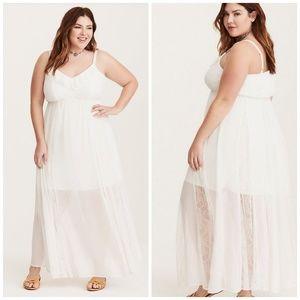 Dresses & Skirts - Torrid White Lace Inset Chifon Dress